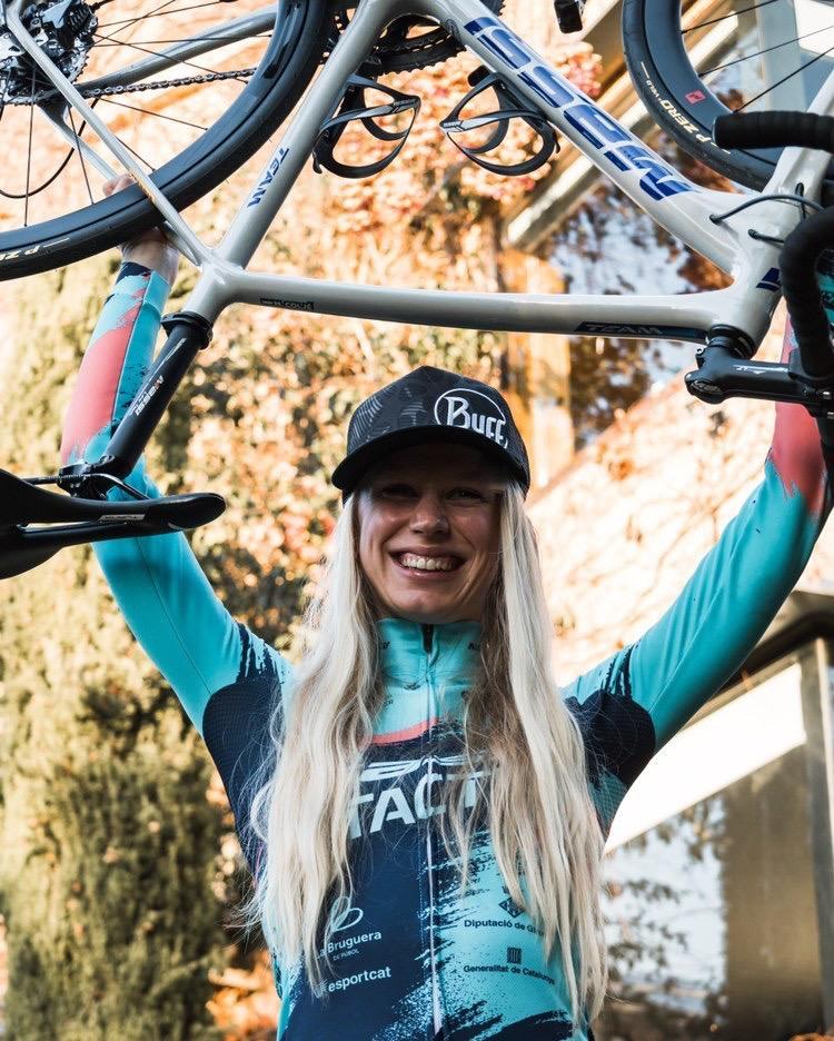 Maaike Colje in Tactic custom fietskleding